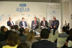 """La Junta pide al Gobierno que aborde con """"valentía"""" y """"con todos"""" el reparto del agua"""