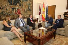 García-Page llega a un acuerdo con Podemos para que Castilla-La Mancha tenga Presupuestos