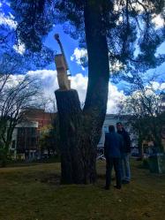 Guadalajara homenajea a sus músicos con un violonchelo esculpido en madera