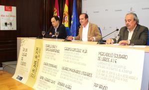 Alberto Rojo presenta los actos del Día del Libro en la biblioteca y los bibliobuses de Guadalajara