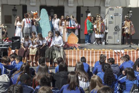 La II Feria de la Ciencia y Tecnología Interescolar 'ocupa' la plaza Mayor