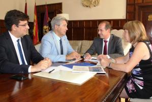 Alberto Rojo se compromete a ceder ya a la UAH los terrenos del Campus