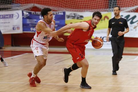 Charly García renueva por octava temporada con el Isover Basket Azuqueca y será su nuevo capitán