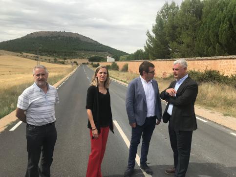 José Luis Vega conoce cómo ha quedado la carretera que une Sigüenza con Alcuneza y Alboreca