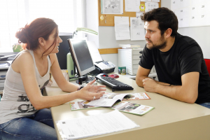 """Obra Social """"la Caixa"""" destina 24.000 euros para ayudar a más de 400 personas en riesgo de vulnerabilidad"""