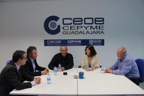 Patronal y sindicatos se reúnen con el diálogo social en el centro de la conversación