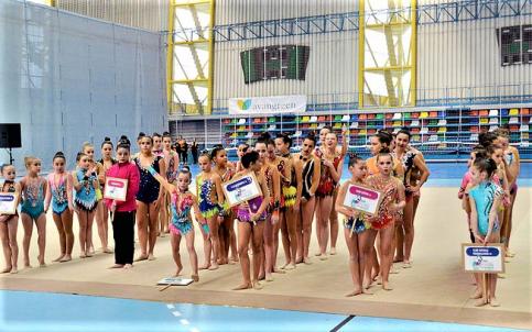 El calendario de competiciones de gimnasia rítmica se estrena en el polideportivo de Valdeluz