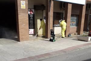 Más de 25 operarios trabajan en la desinfección de los espacios municipales de Alovera