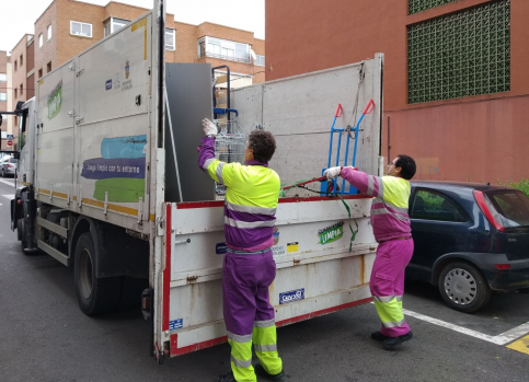 El lunes vuelve el servicio de recogida de residuos voluminosos y el punto limpio móvil