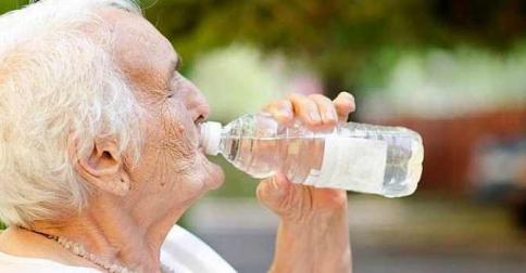 La Junta ofrece recomendaciones ante el calor a los mayores a través de la telasistencia