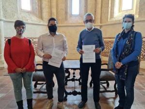 Ayuntamiento de Brihuega y Cáritas firman un convenio con los jóvenes como protagonistas