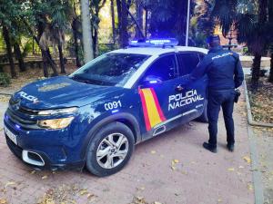 Dos detenidos en la capital por robar un teléfono móvil a punta de navaja