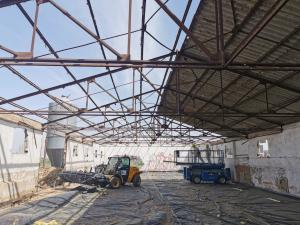 Azuqueca pone en marcha el derribo de las instalaciones agrícolas del parque del Vallejo