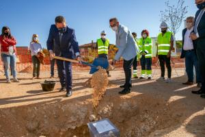 García-Page pone la primera piedra del nuevo Centro de Salud de Cifuentes