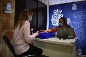 La Policía Nacional potencia el servicio de DNI móvil ampliando un nuevo núcleo de cobertura en Azuqueca