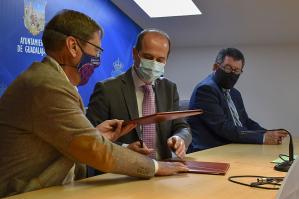 El Ayuntamiento y el Balonmano Guadalajara firman un convenio para el fomento del deporte