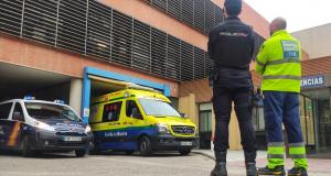 Dos policías nacionales salvan la vida de una mujer que sufrió un infarto junto a la Comisaría