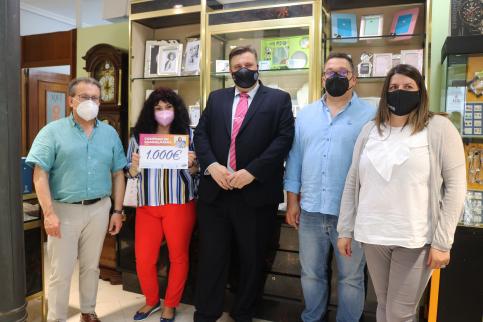 El Ayuntamiento entrega 7.000 euros en premios de la campaña de comercio de primavera