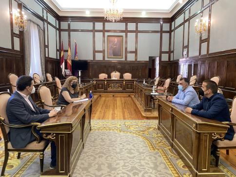 Primera reunión entre los empresarios del deporte de la provincia y la Diputación