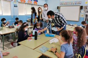 Azuqueca reparte cerca de 3.200 agendas y cuadernos en sus colegios